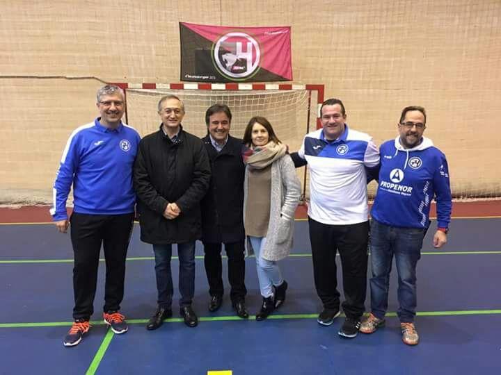 """El equipo de Balonmano """"Hanball"""" de Maliaño colabora con Cantabria Acoge"""